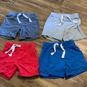 Old Navy boys cotton shorts (4 pair bundle)